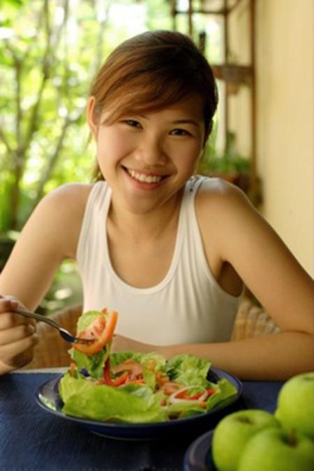 ăn trước khi đi mua sắm