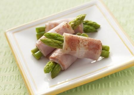 Bạn không nên ăn thịt giàu chất béo bão hòa.