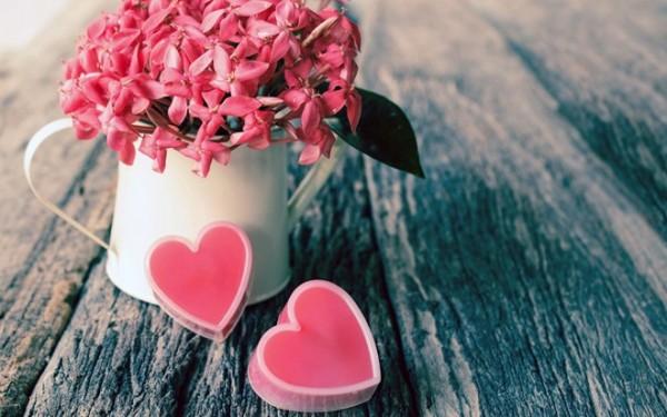 Tình yêu mang màu hồng trong mắt Sư Tử.