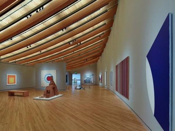 Thăm bảo tàng nghệ thuật ở Arkansas: Bảo tàng nghệ thuật Mỹ Crystal Bridges trưng bày tác phẩm của các nghệ sĩ nổi tiếng như Thomas Hart Benton, Mark Rothko và Andy Warhol.