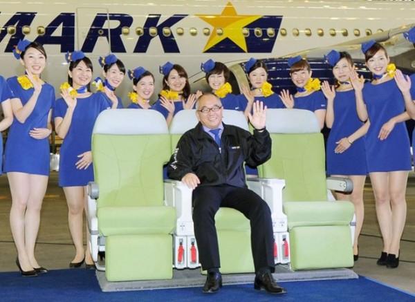 Đồng phục của hãng Skymark Airlines bị chỉ trích là quá gợi cảm. Ảnh: Kyodo