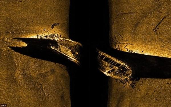 mảnh vỡ của tàu HMS Erebus trong hành trình khám phá eo biển Victoria. Ảnh: AP