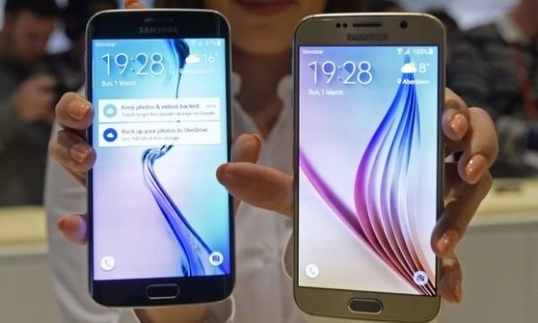 2. Số điểm ảnh kỷ lục  Dù có màn hình cong hay không, cả Galaxy S6 và S6 Edge đều được hãng công nghệ Hàn Quốc trang bị mật độ điểm ảnh (ppi) kỷ lục nhất từ trước tới nay. Hai thiết bị đều sở hữu màn hình 5,1 inch độ phân giải Quad HD với 577 điểm ảnh trên mỗi inch.   Bộ đôi S6 đã vượt qua LG G3 (534 ppi), iPhone 6 Plus (401 ppi) và cả sản phẩm tiền nhiệm S5 (432 ppi). Mật độ điểm ảnh càng lớn, màn hình hiển thị càng sắc nét. Samsung tuyên bố, Quad HD sẽ là tiêu chuẩn mới cho màn hình trên các thiết bị di động của hãng.  (Ảnh: Manu Fernandez/AP)