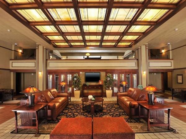Ở trong khách sạn do Frank Lloyd Wright thiết kế tại Iowa: Được xây dựng vào năm 1910 để phục vụ giới nhà giàu, Historic Park Inn là khách sạn duy nhất trong số 6 khách sạn của Frank Lloyd Wright còn mở cửa đón khách.