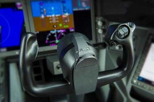 Máy bay sở hữu thiết bị, bảng điều khiển và hệ thống xử lý hiện đại mang lại sự êm ái tối đa cho hành khách trong khi bay.