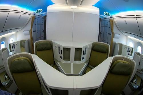 Sử dụng các vật liệu mới với màu sắc và thiết kế hiện đại, cabin tàu bay Boeing 787-9 tạo cho hành khách cảm giác như đang ở trong một khách sạn 5 sao di động.