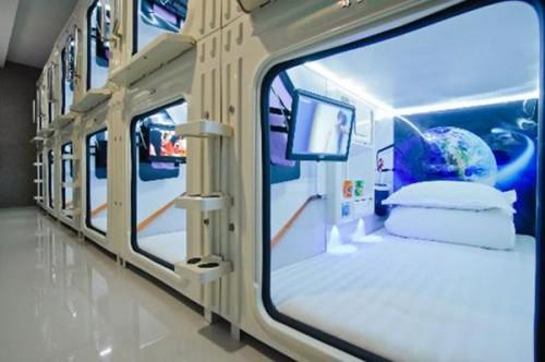 Mỗi phòng lớn gồm rất nhiều cabin nhỏ trông giống như ký túc xá nhưng vẫn đảm bảo sự riêng tư và chất lượng thì vượt trội hơn nhiều.