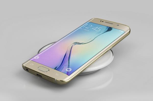 7. Khả năng sạc không dây  Samsung từng cam kết sẽ đưa sạc không dây vào tất cả các thiết bị di động của mình, và  Galaxy S6 và S6 Edge là những sản phẩm đầu tiên được chính thức cung cấp tính năng này. Người dùng sẽ có cơ hội trải nghiệm tính năng sạc nhanh và tiện lợi trên bộ đôi smartphone mới này. (Ảnh: Samsung)